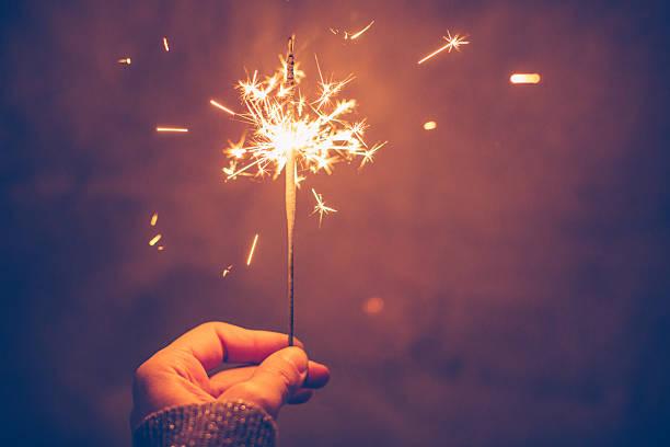característica brillante por la noche - año nuevo fotografías e imágenes de stock