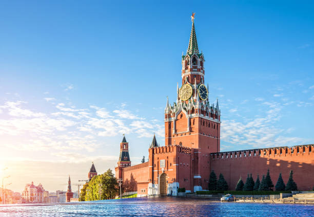Spasskaya Tower of the Kremlin Spasskaya tower of the Kremlin in the early autumn morning on the Red Square in Moscow kremlin stock pictures, royalty-free photos & images