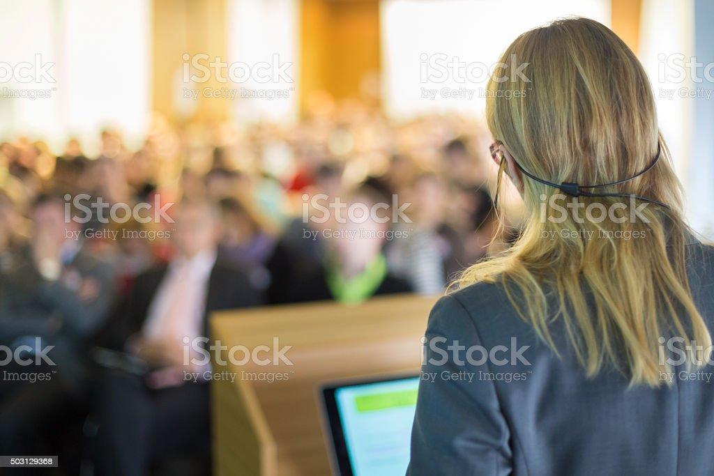 Redner bei Business-Konferenz und Präsentation. Lizenzfreies stock-foto