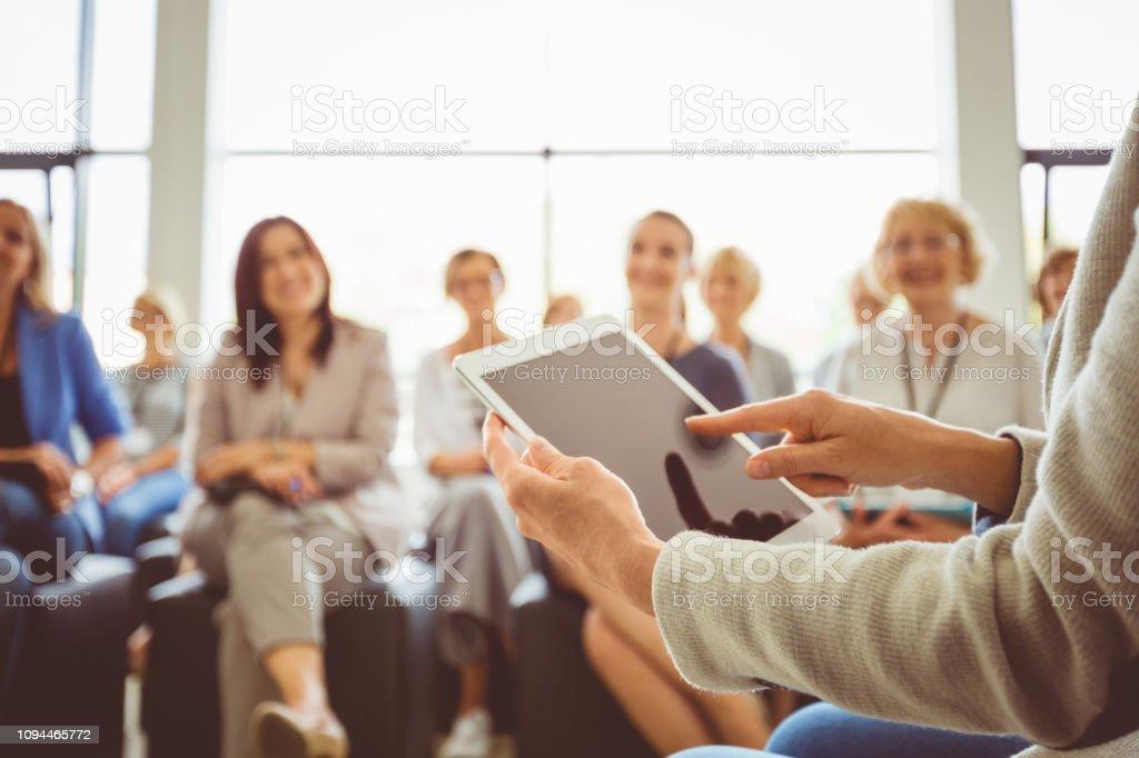 Lautsprecher mit digital-Tablette am seminar – Foto