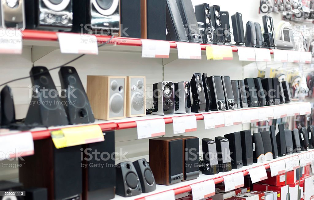 Lautsprecher in Elektronik-shop – Foto