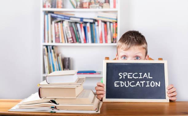 Special education. Boy holding blackboard - foto stock