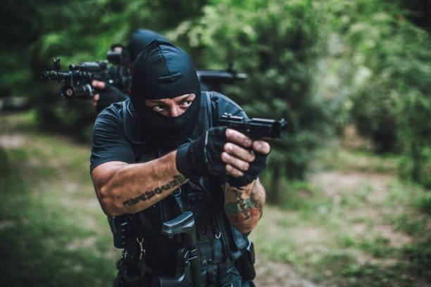 special forces im wald - wächter tattoo stock-fotos und bilder