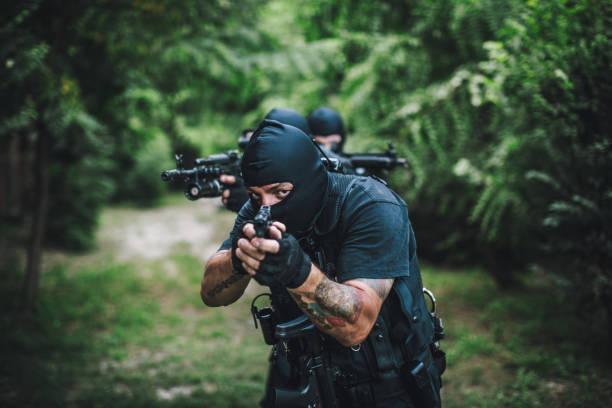 special forces in wildnis - wächter tattoo stock-fotos und bilder
