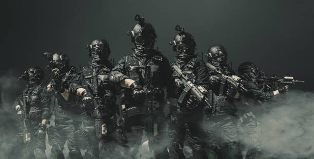 Özel kuvvetler asker polisi, SWAT ekibi üyesi stok fotoğrafı