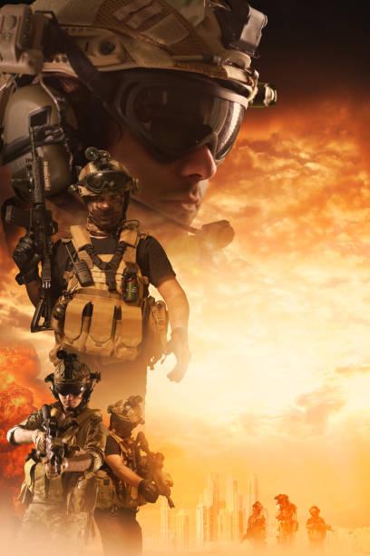 özel kuvvetler askerleri savaş film afişi stok fotoğrafı