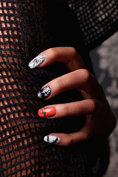 besondere nägel für halloween - herbst nagellack stock-fotos und bilder