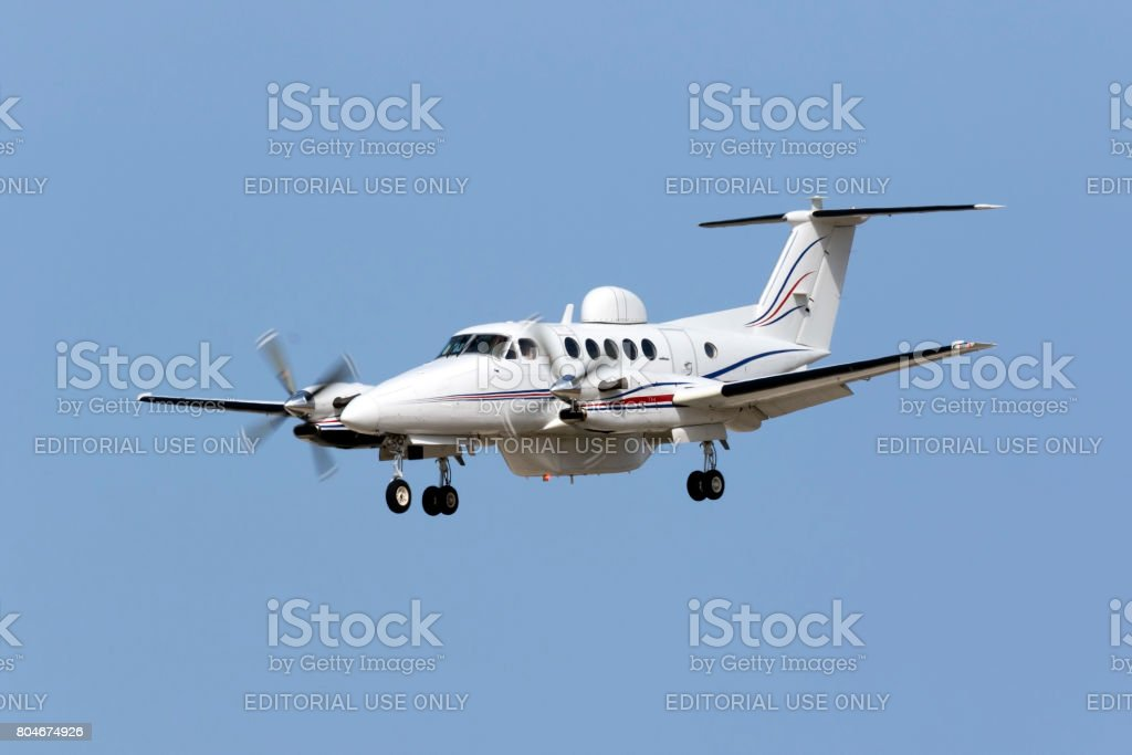 Specially equipped Super Kingair on short finals stock photo