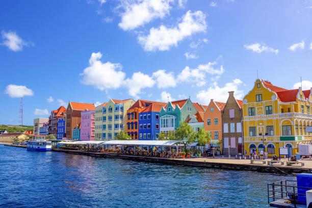 Spezifische farbige Gebäude in Curacao – Foto