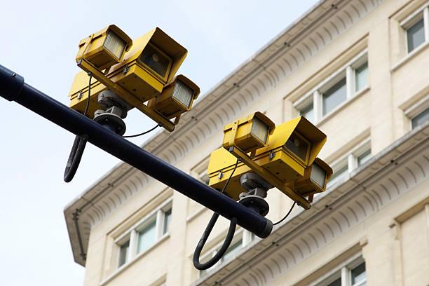 spezifikationen-kameras - geschwindigkeitskontrolle stock-fotos und bilder