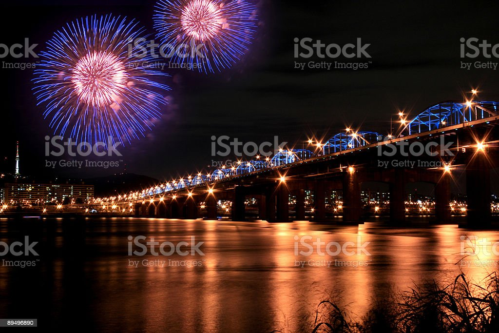 Spectacular Fireworks in Han River royalty free stockfoto
