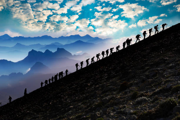 spectacular mountain climbing, activity and program - alpinismo foto e immagini stock