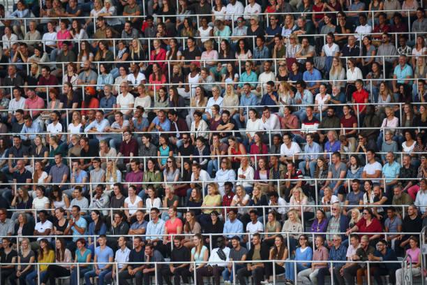 Zuschauer auf einem Stadion – Foto