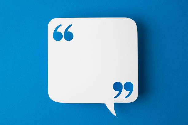 bulle de dialogue sur fond bleu - Photo