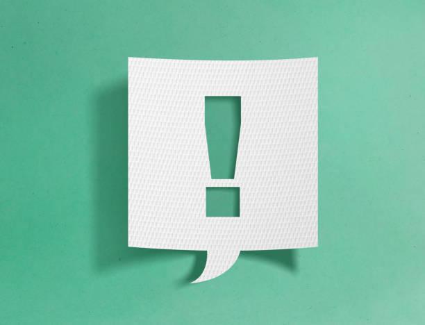Sprechblase mit Ausrufezeichen – Foto