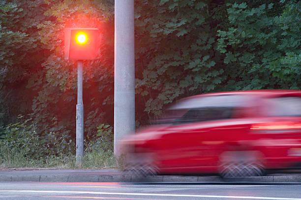 Kamera aufgenommen einen zu schnellen Autos – Foto