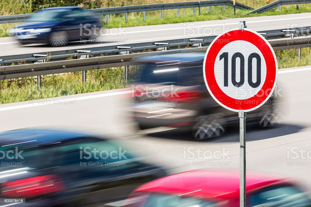 Ograniczenie prędkości w niemieckim Autobahn zbiór zdjęć royalty-free