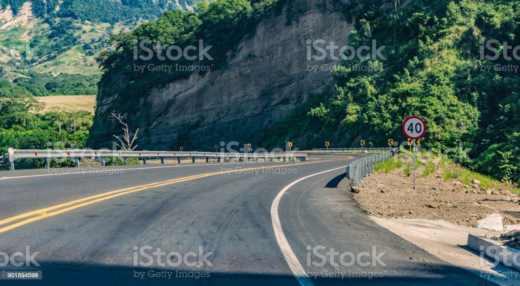 Señal de límite de velocidad 40 - Foto de stock de Aire libre libre de derechos