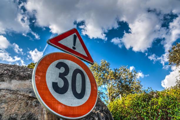 speed limit sign under a cloudy sky - cartello stradale italia km foto e immagini stock
