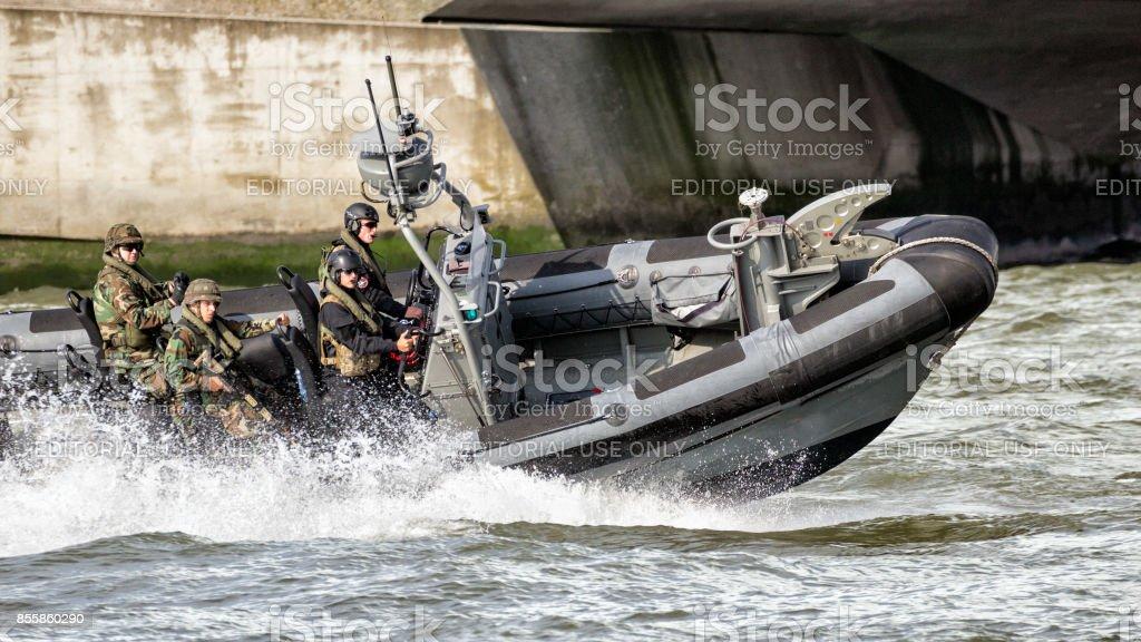 lancha con infantes de Marina holandeses - foto de stock