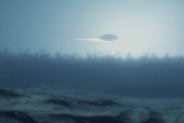 UFO em alta velocidade sobre a floresta à noite - foto de acervo
