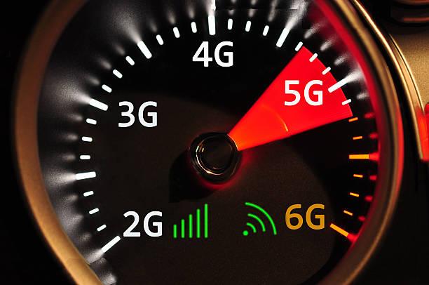 speedometer and 5g high speed internet - 4g foto e immagini stock