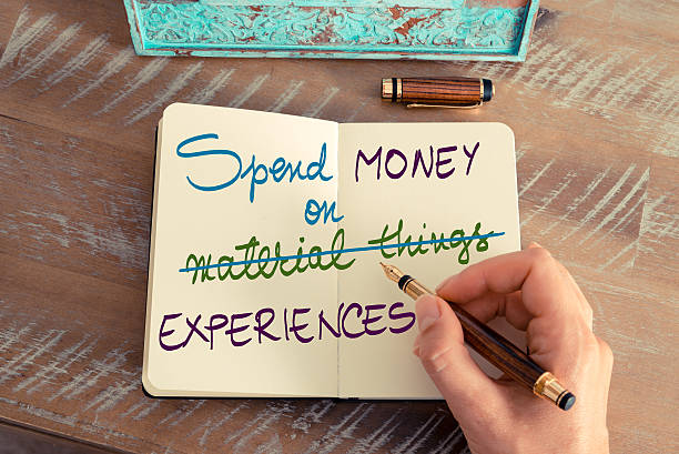 spend money on experiences not on material things - zitate geld stock-fotos und bilder