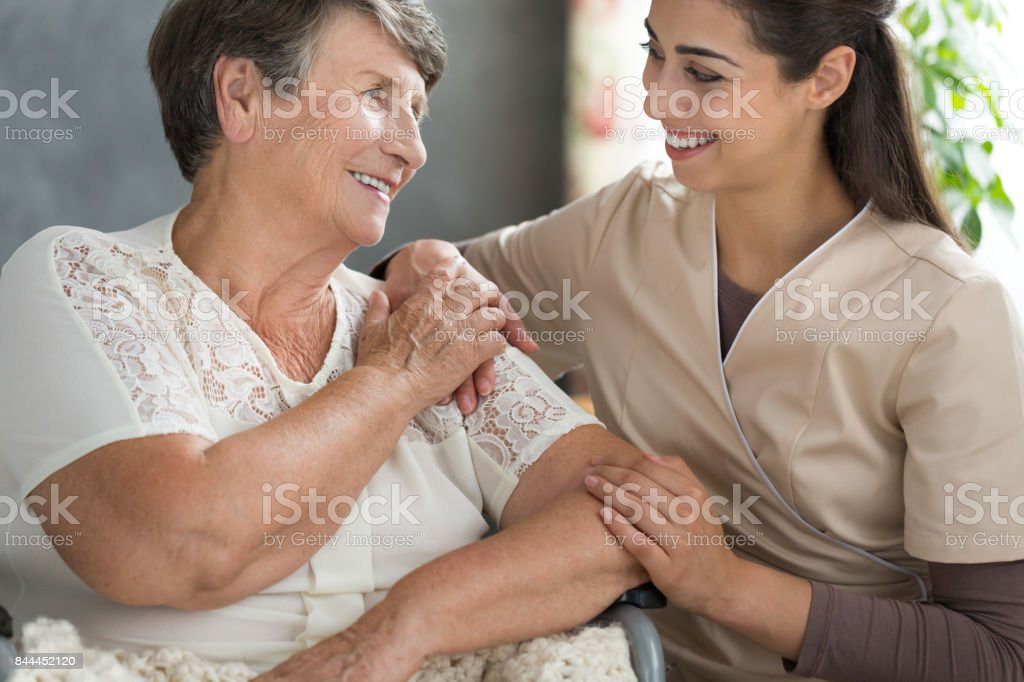 Spending time in retirement home - foto stock