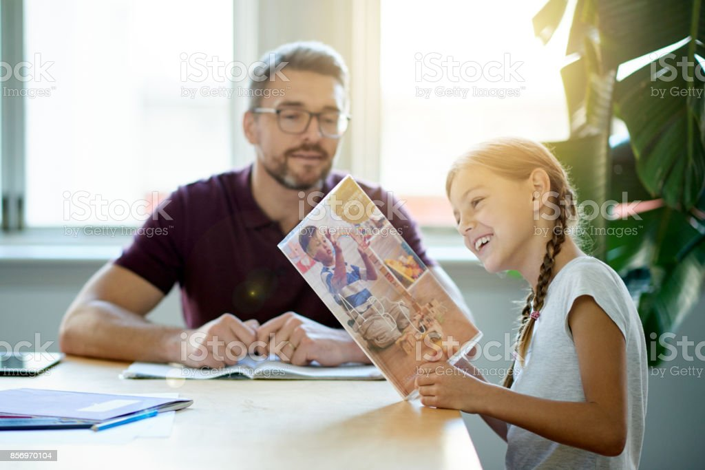 Verbringt Zeit mit seiner Tochter – Foto