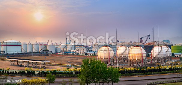 istock Sphere gas tanks on Petrochemical Plant 1219760134