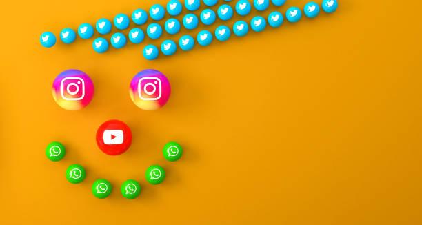橙色辦公桌上的大理石社交媒體服務圖示的球狀形狀 - twitter 個照片及圖片檔