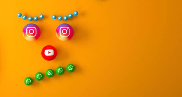 橙色桌子上的大理石社交媒體服務圖示的球狀形狀 - twitter 個照片及圖片檔