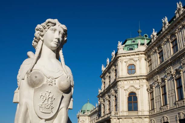 sphinx and belvedere palace - wien foto e immagini stock