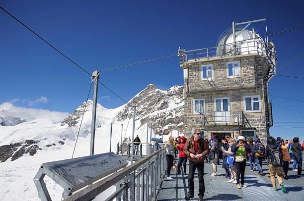sphynx-observatorium auf berg jungfrau, schweiz - hohe warte stock-fotos und bilder