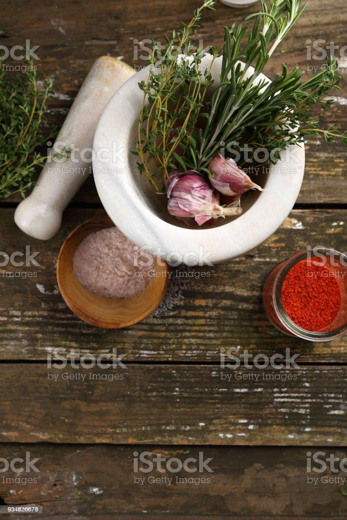 나무 보드, 위의 음식에 허브와 향신료 - 로열티 프리 0명 스톡 사진