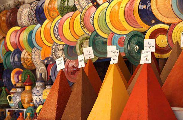 spice pyramiden und marokkanische gerichte - pyramide sammlung stock-fotos und bilder