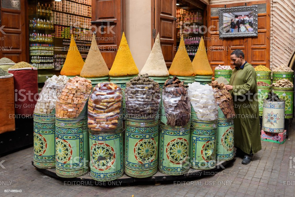 Spice shop in the medina of Marrakech - foto stock