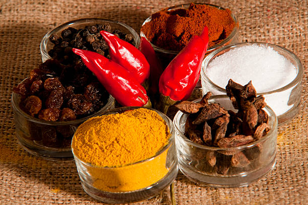 spices and flavors - zout smaakstof stockfoto's en -beelden
