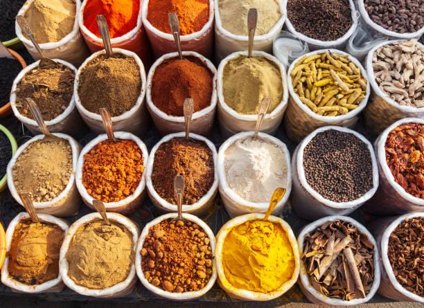 specerijen op de markt, goa - bazaar stockfoto's en -beelden