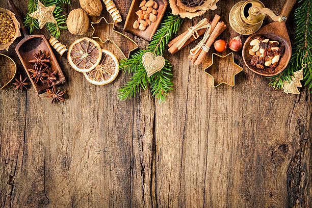 weihnachten kuchen und gewürze - backrahmen stock-fotos und bilder