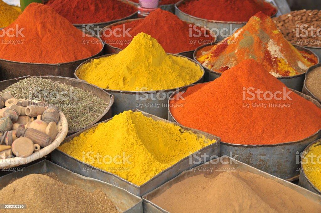 Spices in a Moroccan market - foto de stock