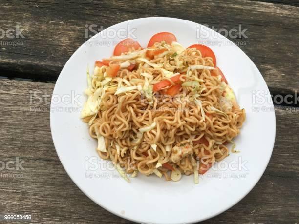 Spicy Dry Noodle Salad - Fotografias de stock e mais imagens de Alimentação Saudável