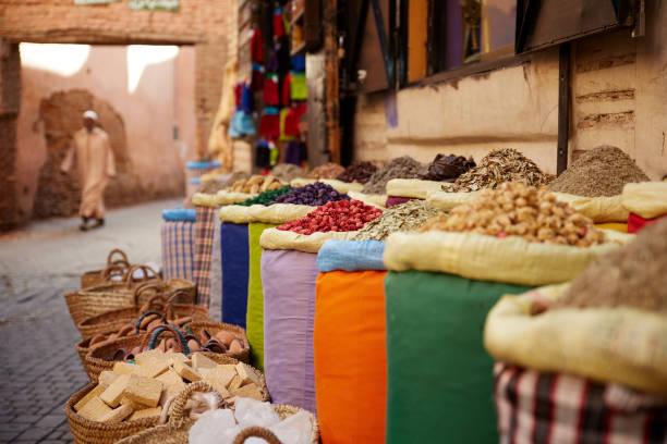spicy marrakech - bazaar stockfoto's en -beelden