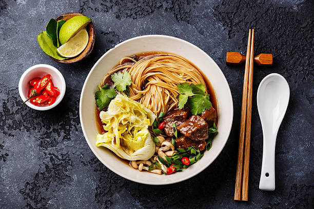 spicy noodles in broth with beef - japanisches essen stock-fotos und bilder
