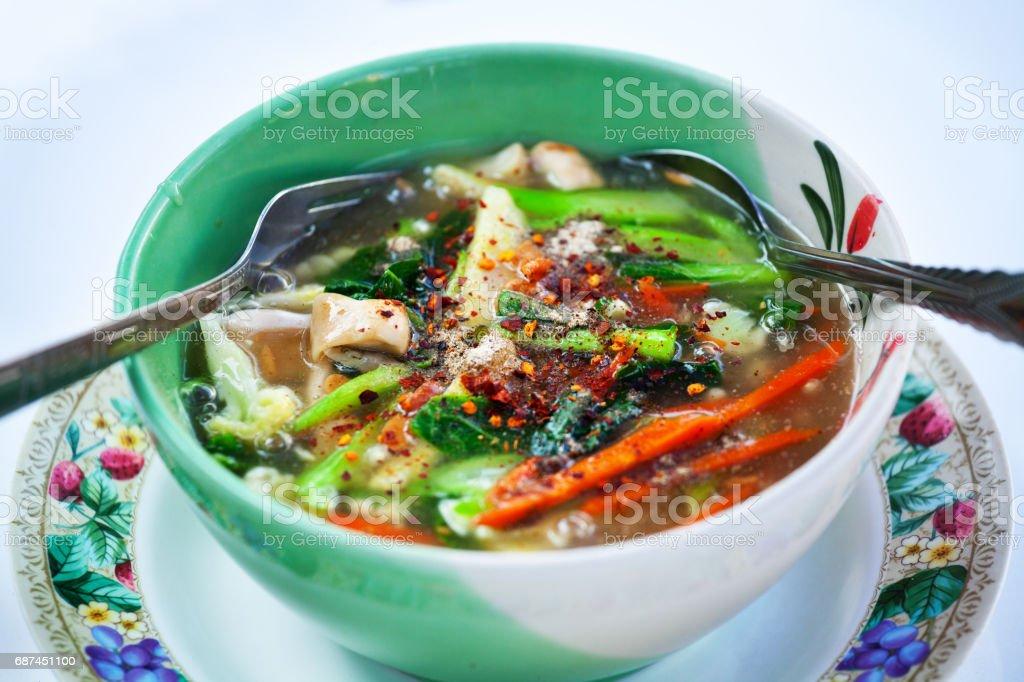 野菜と麺とスパイシーなタイのスープ ストックフォト