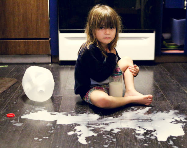 spilled ミルク - spilled ストックフォトと画像