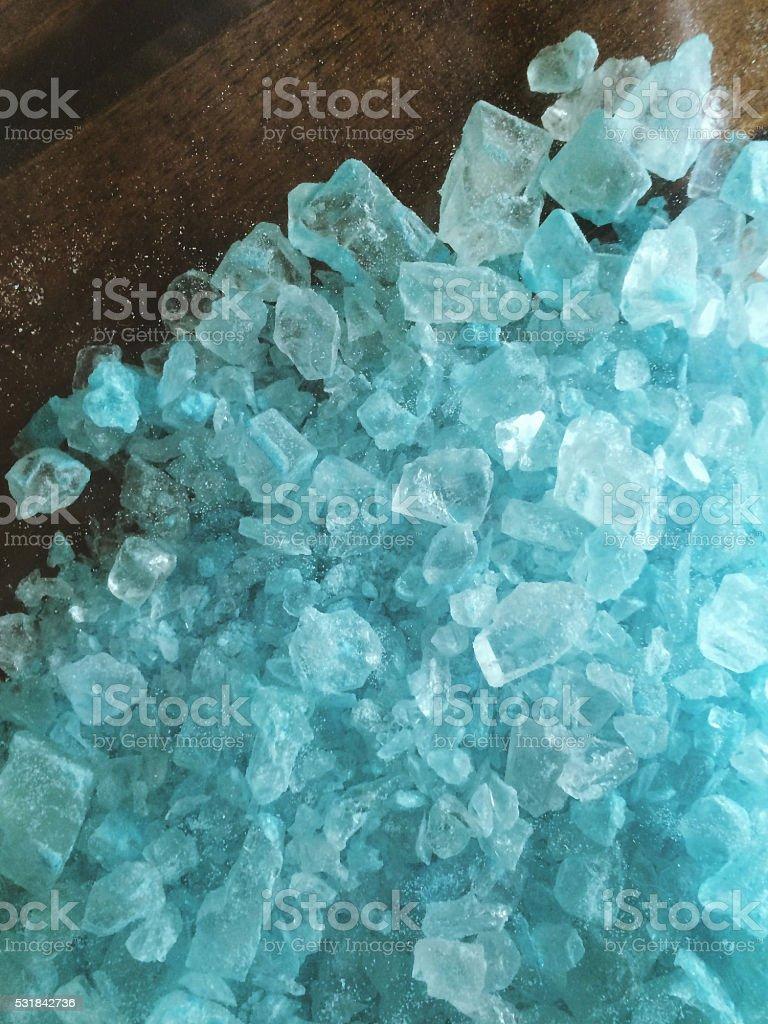 Se derramó pila de Azul Cristal metiléster - foto de stock