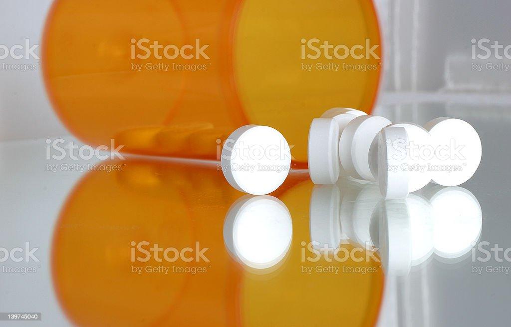 Spilled Tabletten aus Medizin Nahaufnahme - Lizenzfrei Abhängigkeit Stock-Foto