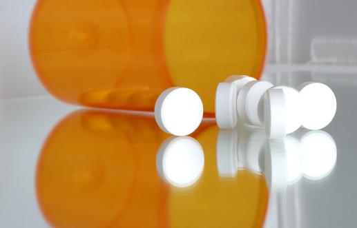 Spilled Tabletten Aus Medizin Nahaufnahme Stockfoto und mehr Bilder von Abhängigkeit