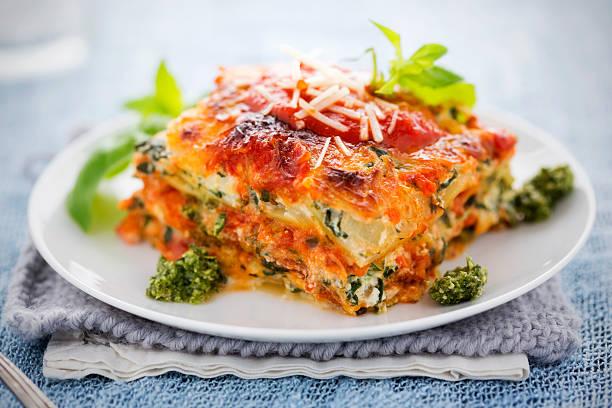 spinat und ricotta-lasagne - ricotta stock-fotos und bilder